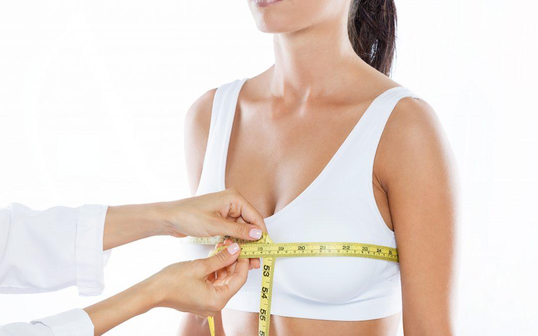 Mejora el contorno estético de tu prótesis de mama mediante injertos de grasa