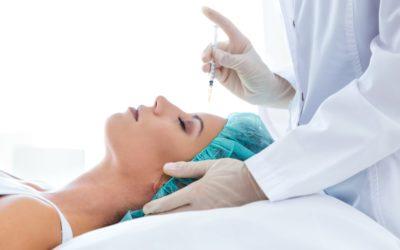 Mesoterapia facial con ácido hialurónico y vitaminas